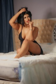 Samara curvy Arab girl